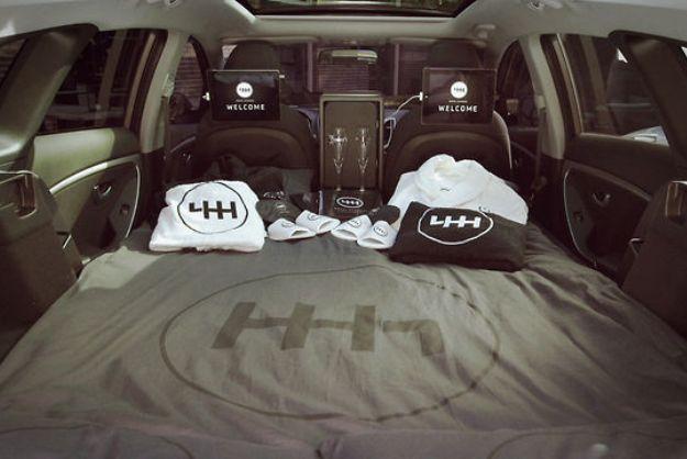 hyundai ouvre un h tel 5 toiles l arri re d une voiture wonderful brands. Black Bedroom Furniture Sets. Home Design Ideas