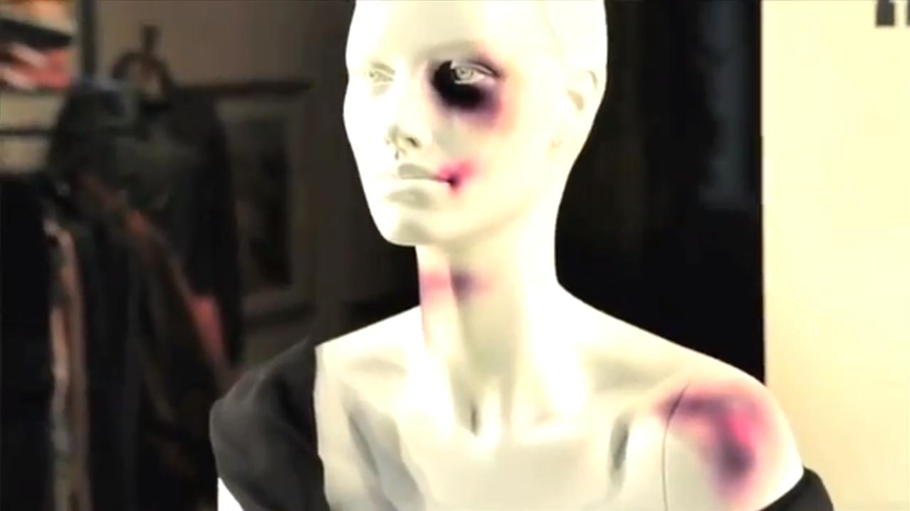 des mannequins de vitrines transform233s en victime contre