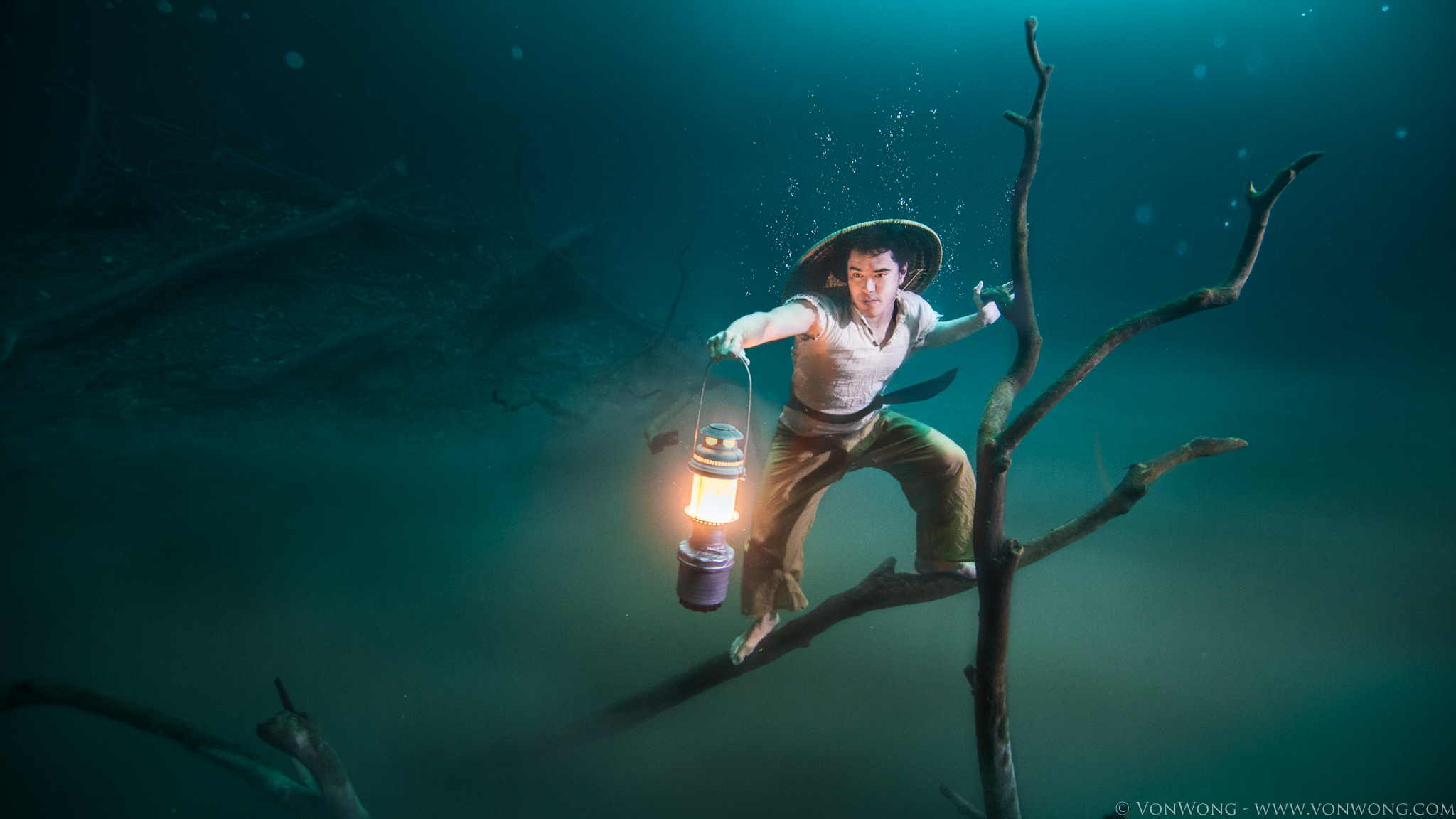 VonWong's Underwater Fisherman with Ballantines